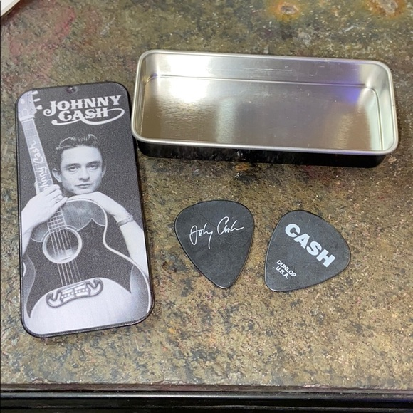 Johnny Cash 2 collectible guitar picks in tin